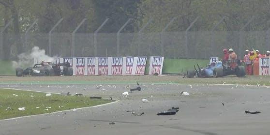 Rote Flagge nach dem Crash zwischen Bottas und Russell.
