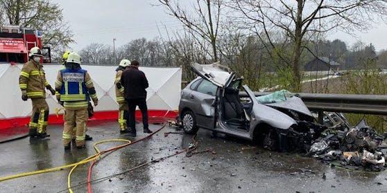 Bei einem schweren Verkehrsunfall ist  Montagvormittag in Weitwörth (Flachgau) eine Person ums Leben gekommen (Symbolbild)
