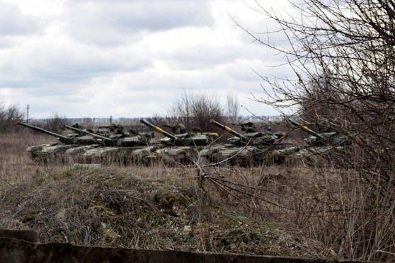 Russland sei mit 150.000 Soldaten an der ukrainischen Grenze aufmarschiert.