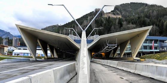 In vier Nächten werden Ventilatoren, Lüfter und Abluftklappen in beiden Tunnelröhren geprüft