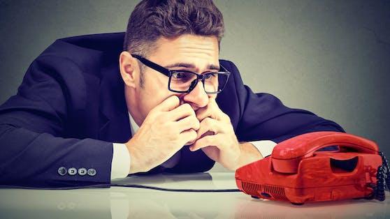 Es gibt sie: Die Angst vorm Telefonieren. Eine TikTokerin macht daraus nun ein rentables Geschäft.