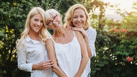 Eine Studie zeigt, dass wir nicht schleichend altern, sondern stufenweise.