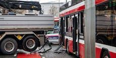 Mehrere Verletzte bei Lkw-Crash mit Bus