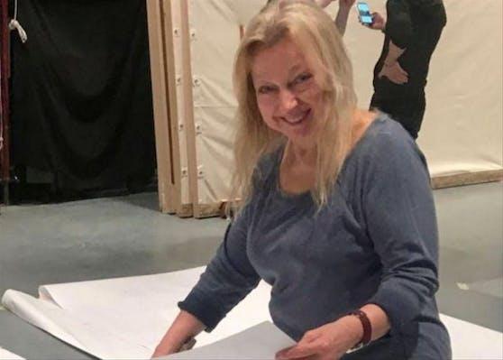 Die mumifizierte Leiche der erfolgreichen Set-Designerin Evelyn Sakash wurde am 30. März 2021 in Queens gefunden.