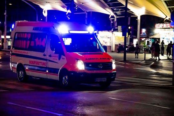Ein Rettungsfahrzeug der Wiener Berufsrettung auf Einsatzfahrt. Symbolbild