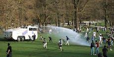 Wasserwerfer bei illegalem Massentreffen in Brüssel