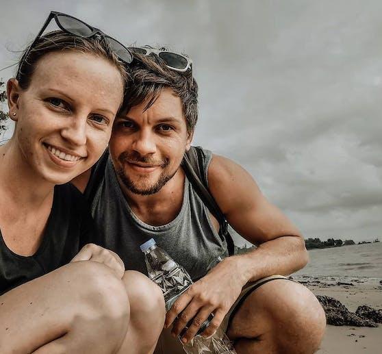 Daniela Köck (29) und Alexander Prikasky (36) hängen wegen Corona seit einem Jahr in Thailand fest. Sie entschieden sich gegen den Rückholflug nach Österreich und für den Pandemie-Alltag im 8.441,21 Kilometer entfernten Bangkok.