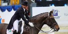 Pferd von Olympiasiegerin stirbt bei Siegerehrung