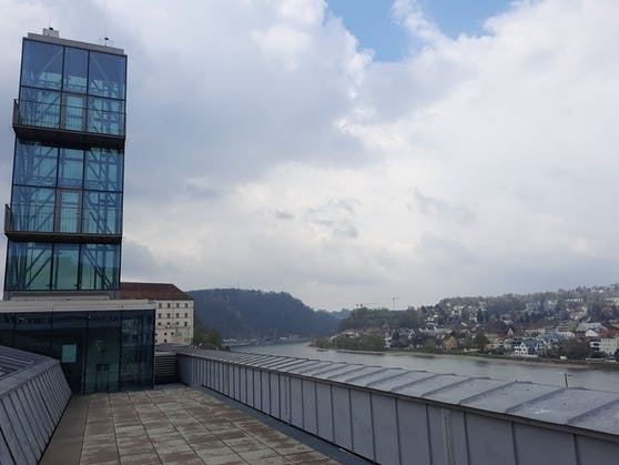 Von dieser Dachterrasse aus kann man bald in den Linzer Himmel schreien.