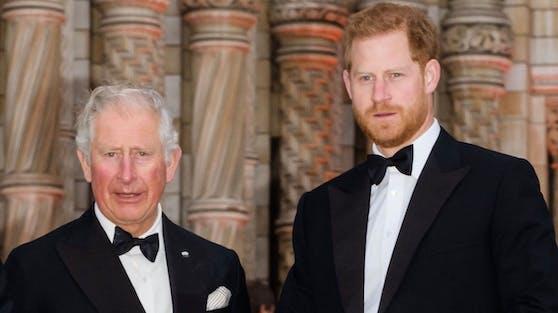 """Vor der Trauerfeier für Prinz Philip erhielt Prinz Charles einen """"zutiefst persönlichen Brief"""" von Prinz Harry."""