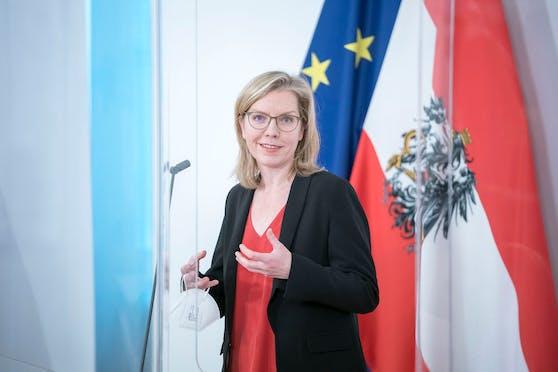 Klimaschutzministerin Leonore Gewessler im Rahmen einer Pressekonferenz. Archivbild.