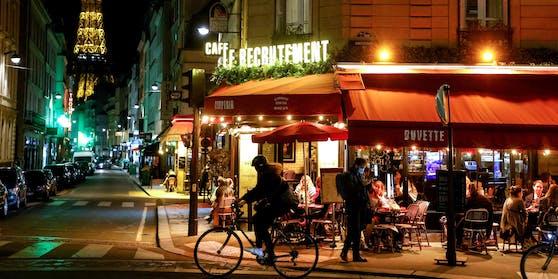 Obwohl die Corona-Infektionszahlen nach wie vor hoch sind, öffnet Frankreich im Mai die Restaurants.