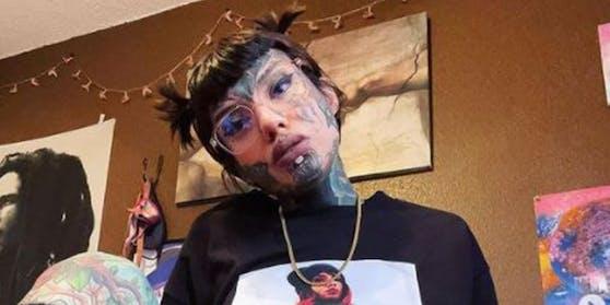 Tattoo-Model Sarah Sabbath hat nach ihrem letzten Besuch ins Tattoo-Studio ihr Augenlicht verloren.