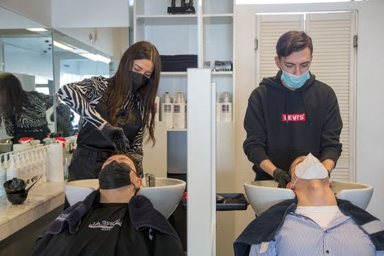 Künftig sollen für Kunden auch andere Tests als Eintrittstest gelten, so die Forderung der Friseur-Branche.
