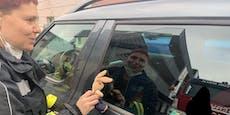 Florianis retten Kind aus versperrtem Auto in Melk