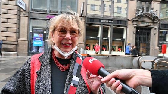 """Jolanda (70): """"Hurra, hurra, ich möchte ins Theater, ins Kabarett, ich möchte überall hingehen!"""""""