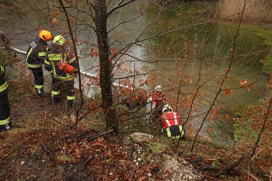 Bei Altmünster wurde eine Frau von der Feuerwehr gerettet.