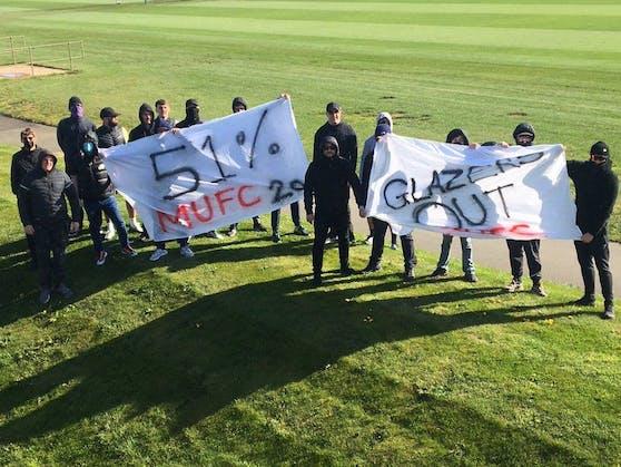 United-Fans stürmten das Trainingsgelände.