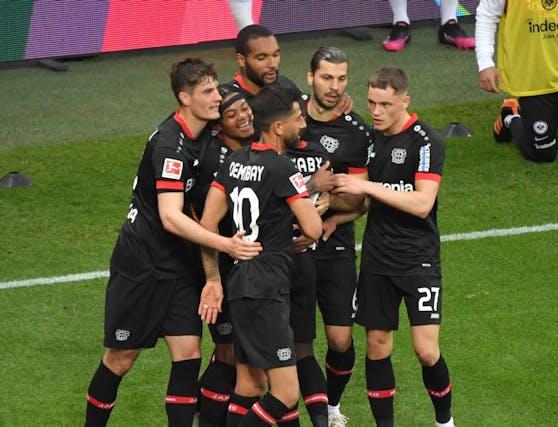 Bayer Leverkusen schlägt Frankfurt.