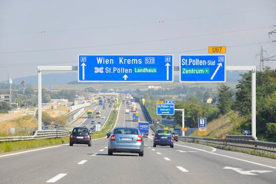 Die A1 Westautobahn Richtung Wien bei der Abfahrt St. Pölten Süd