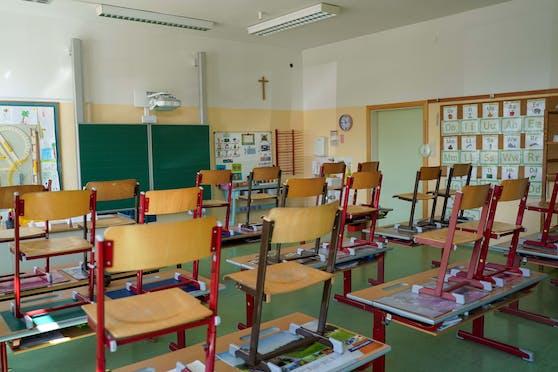 Die Schulen öffnen wieder. Symbolbild