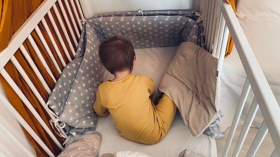 Schlafen Kinder plötzlich nicht mehr, dann liegt das oft daran, dass es zu viel zu verarbeiten gibt - oder sie anfangen, selbst über ihr Leben bestimmen zu wollen.