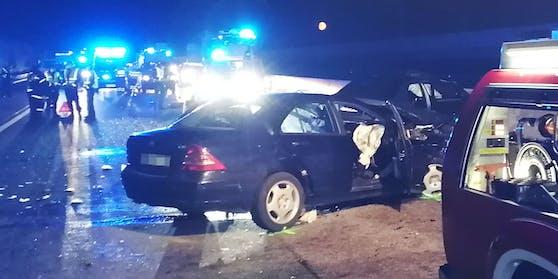 Drei Pkw-Insassen sind bei einem Verkehrsunfall am Sonntag, 25. April 2021, ums Leben gekommen.