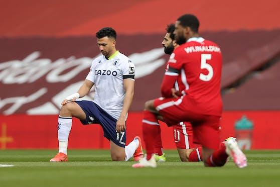 Vor dem Anpfiff knien in England die Fußballer seit geraumer Zeit, um ein Zeichen gegen Rassismus zu setzen.