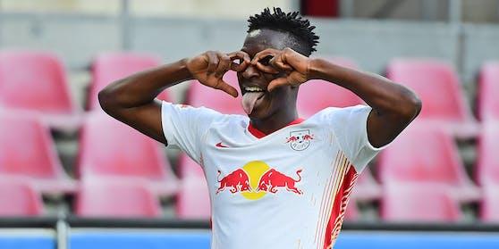 Amadou Haidara freut sich über das Tor zum 1:0.