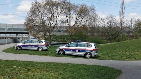 Polizei-Einsatz im Luise-Montag-Park in Wien-Simmering.
