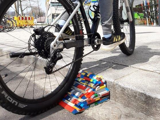 So sieht sie aus: die Radrampe aus Lego