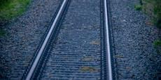 Alkolenker (35) verwechselte Bahngleis mit Straße
