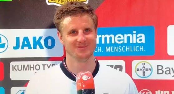 Martin Hinteregger lächelt schelmisch, als er im ZDF eine Prügelei von Hooligans verteidigt.