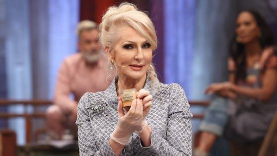 """Bei ihrem """"Grill den Henssler""""-Auftritt feuerte Trash-TV-Königin Désirée Nick einmal mehr aus allen Läster-Rohren."""