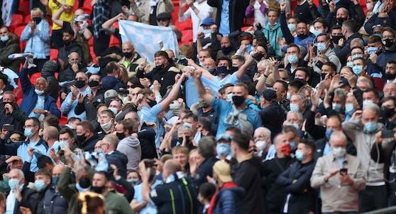 Beim Finale des englischen Ligapokals am 25. April 2021 durften 8.000 Zuschauer ins Wembley-Stadion in London. Insgesamt fasst dieses 90.000 Personen.