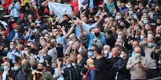 Queen trauert alleine – 8.000 Fans jubeln im Stadion