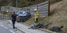 Auto kollidiert mit Radlern – 27-Jähriger tot