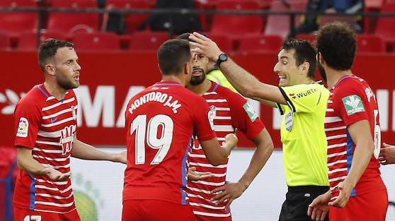 Schiedsrichter De Burgos Bengoetxea pfiff das Match Sevilla gegen Granada zu früh ab.