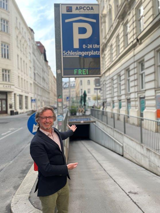 Um die Josefstädter während des U-Bahnausbaus zu unterstützen, hat Bezirkschef Martin Fabisch (G) mit Garagenbetreibern 230 Stellplätze zu besonders günstigen Preisen ausgehandelt.