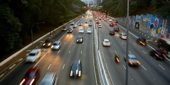 In Zukunft sollen Neuwagen von Renault und Dacia nicht mehr schneller als 180 Kilometer pro Stunde fahren können. (Symbolbild)