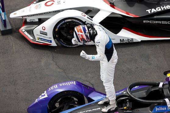 Formel-E-Pilot De Vries jubelt über einen kuriosen Sieg.