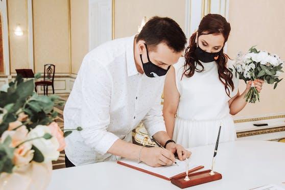 Eine Hochzeit am Standesamt in Zeiten der Corona-Pandemie