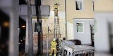 Bei Autobrand fing Fassade von Linzer Wohnhaus Feuer