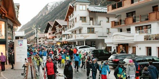 Wintersportler in Ischgl im Tiroler Paznauntal. Archivbild