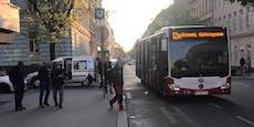 Pkw übersah Wien-Bus, krachte beim Zurückschieben rein