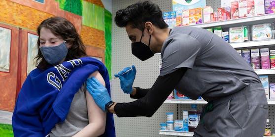 Bürgerinnen und Bürger im Alter von 16 bis 35 Jahren sollen im US-Staat West Virginia als Belohnung für eine Corona-Impfung 100 Dollar bekommen.