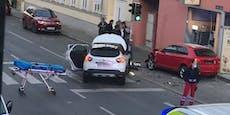 Audi donnert nach Frontalcrash in Wiener Eisgeschäft