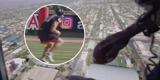 Rob Gronkowski fängt den Ball aus 180 Metern Höhe.