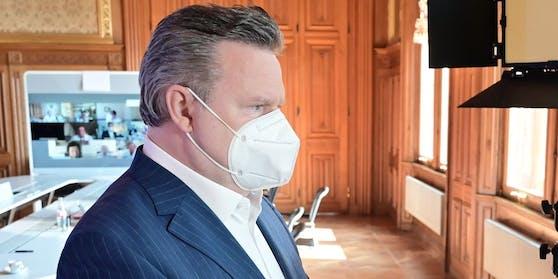 Bürgermeister Michael Ludwig berät mit Experten das weitere Vorgehen der Stadt Wien (27. April 2021)