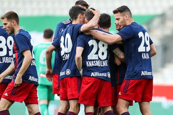 Rapid bejubelt das schnelle 1:0 im Innsbrucker Tivoli.